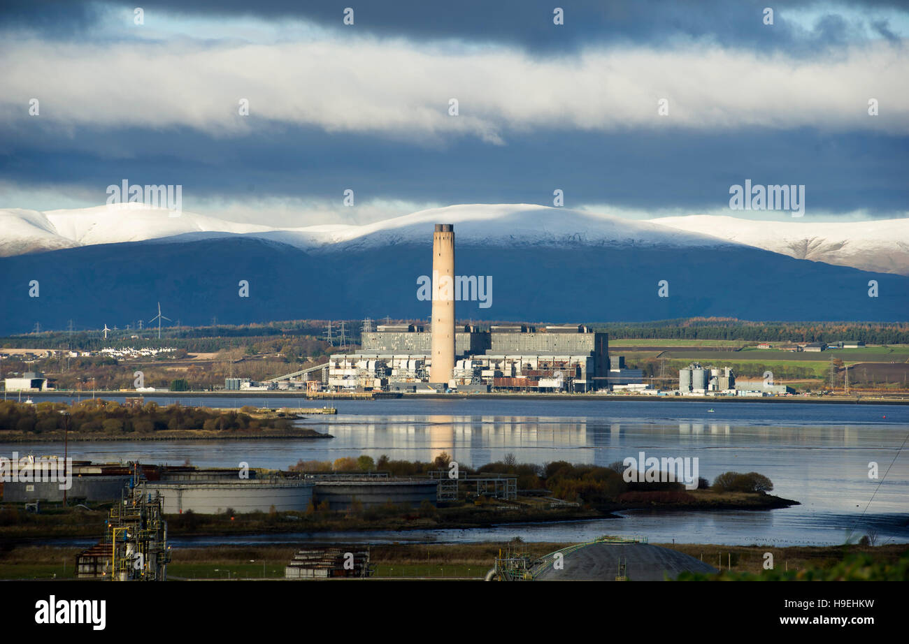 Longannet power station is a large closed coal-fired power station in Fife, Scotland. It was the last coal-fired - Stock Image