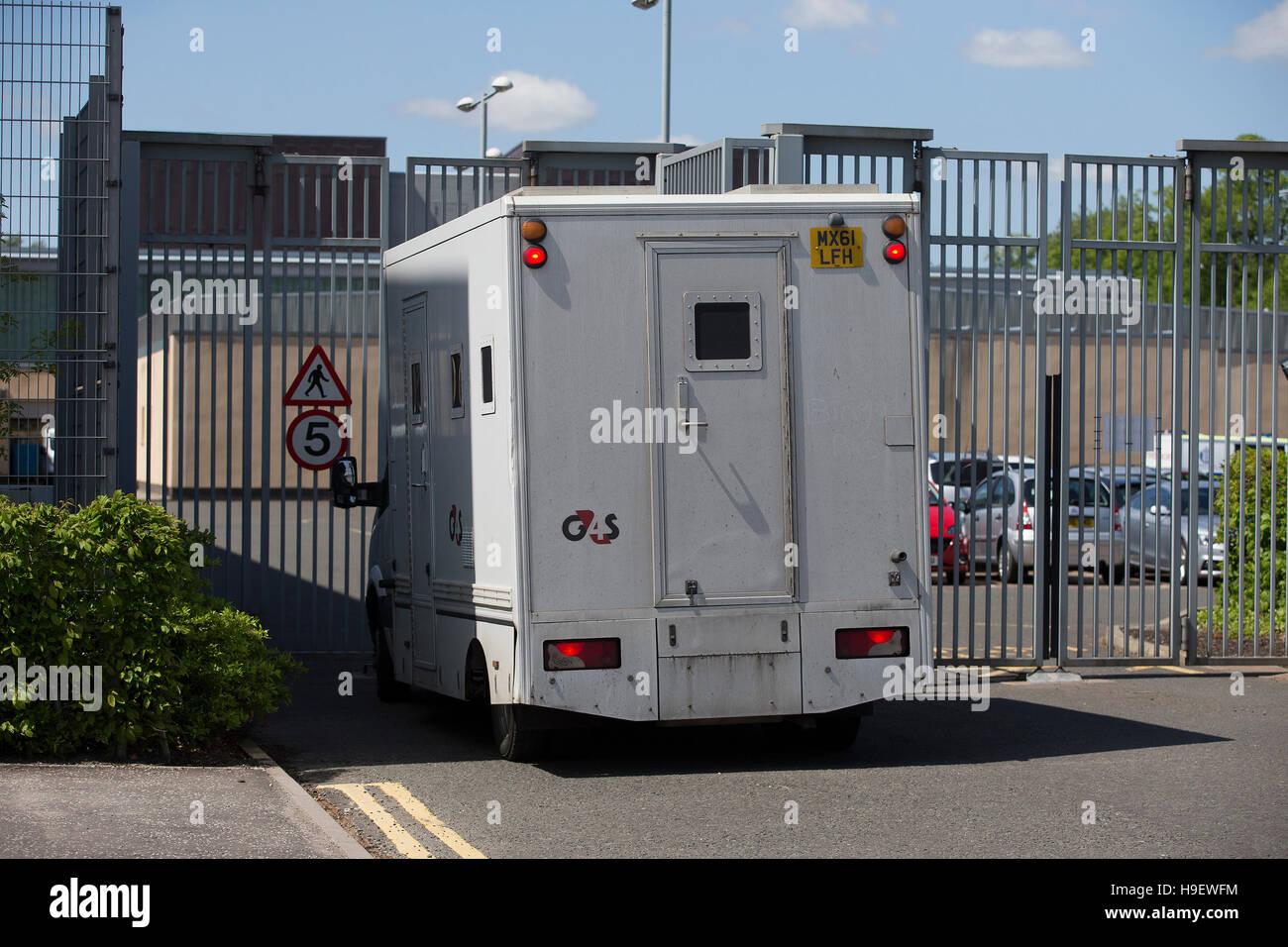 G4S Prison van entering Livingston Sheriff Court - Stock Image