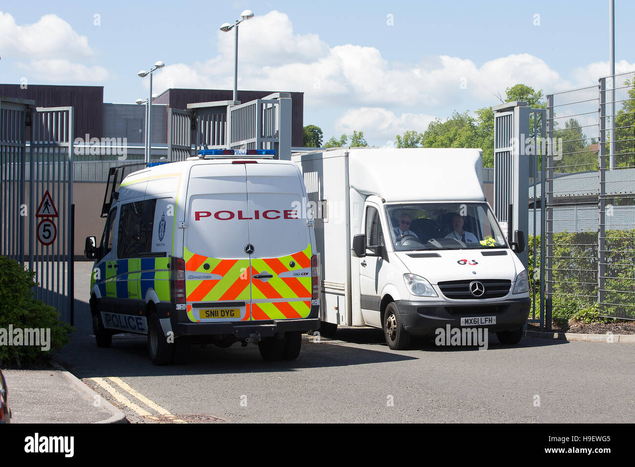 A G4S van and a Police Scotland van at Livingston Court Stock Photo