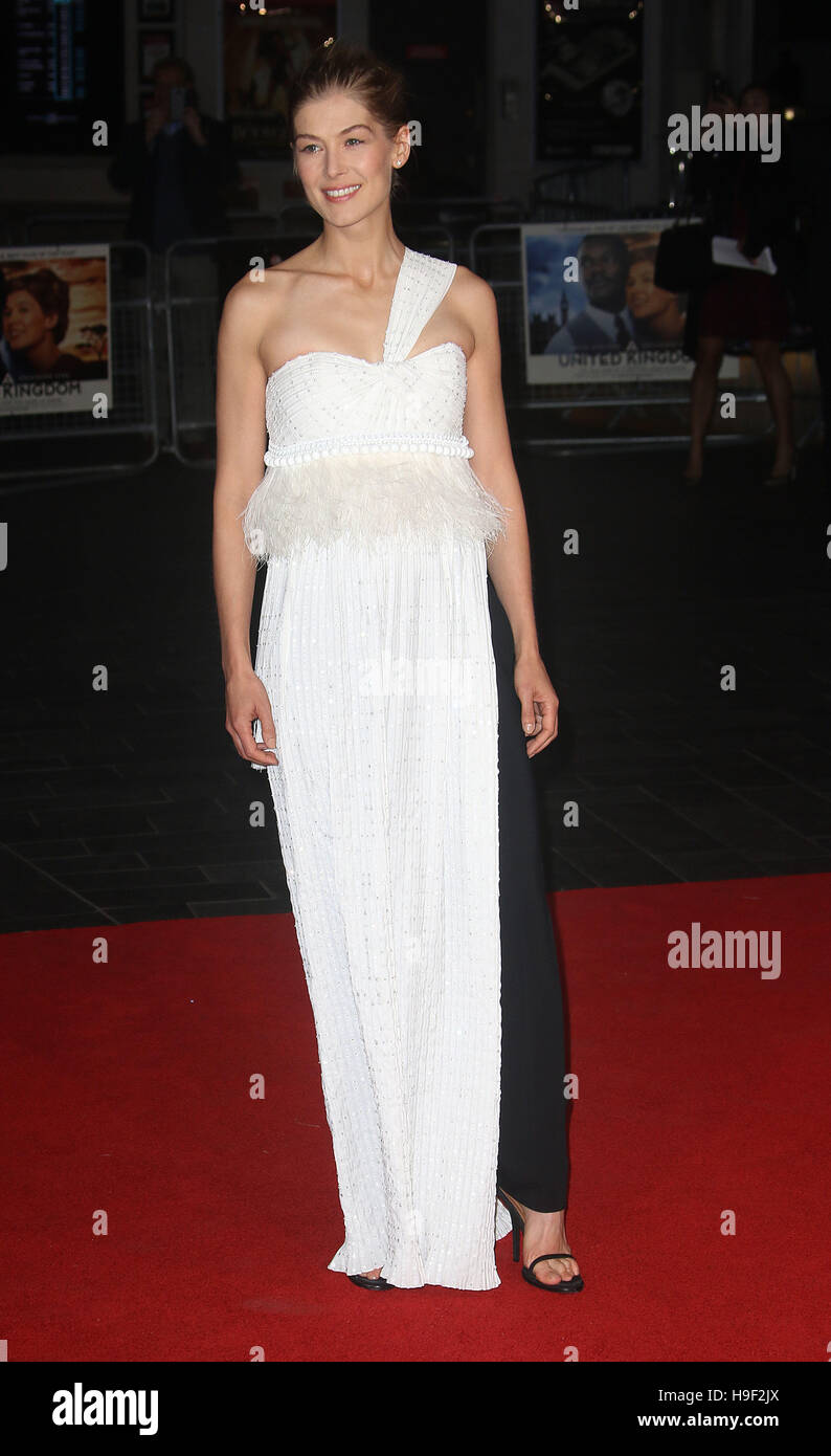 October 5, 2016 - Rosamund Pike attending 'A United Kingdom' - Opening Night Gala - 60th BFI London Film - Stock Image