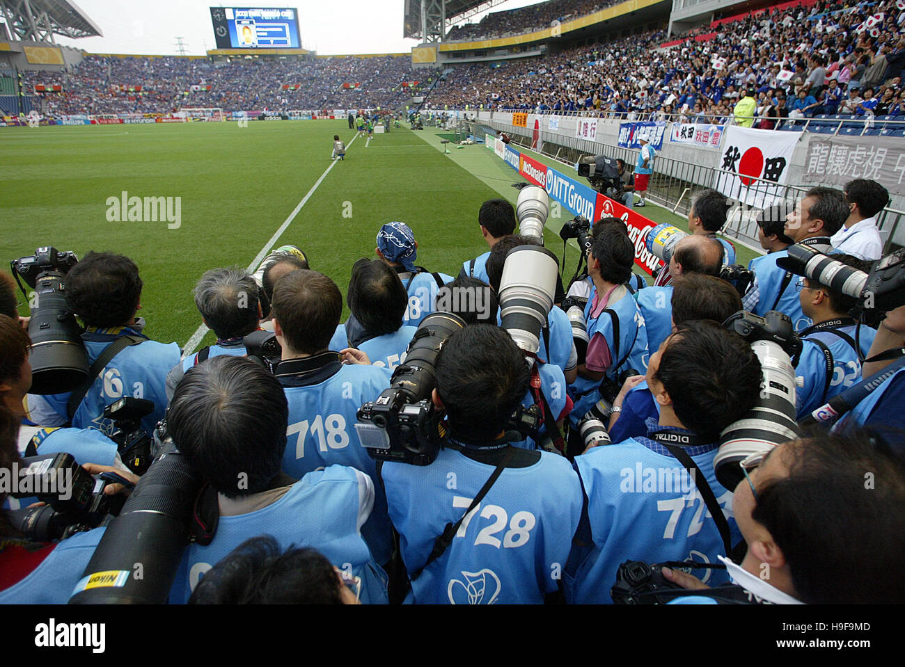 PHOTOGRAPHERS AT WORLD CUP WORLD CUP FINALS SAITAMA STADIUM SAITAMA JAPAN 04 June 2002 - Stock Image