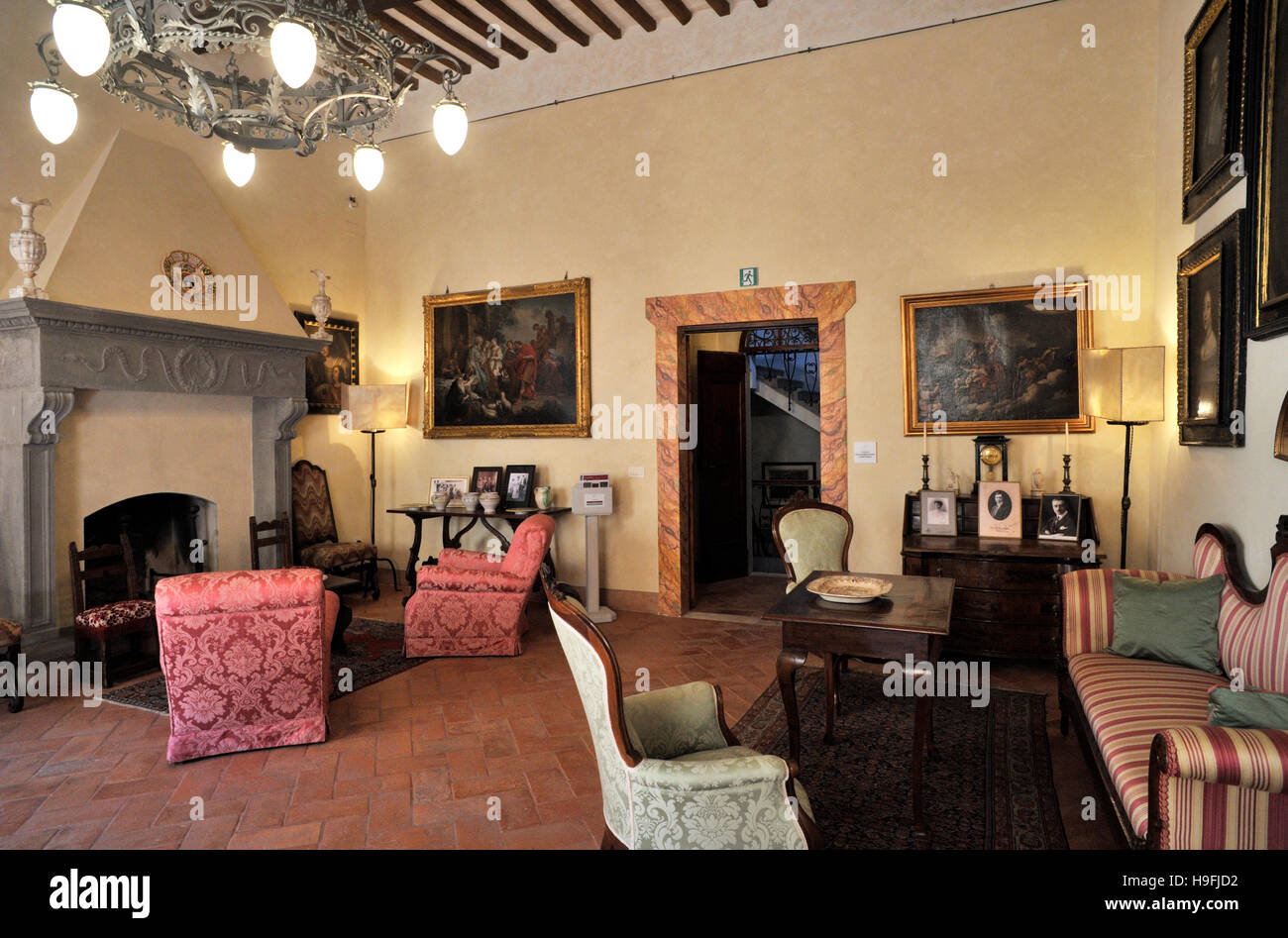 italy, tuscany, san gimignano, torre and casa campatelli, ancient house tower museum Stock Photo