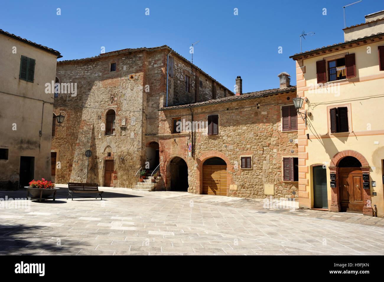 Palazzo Pretorio, Piazza del Grano, Asciano, Tuscany, Italy Stock Photo