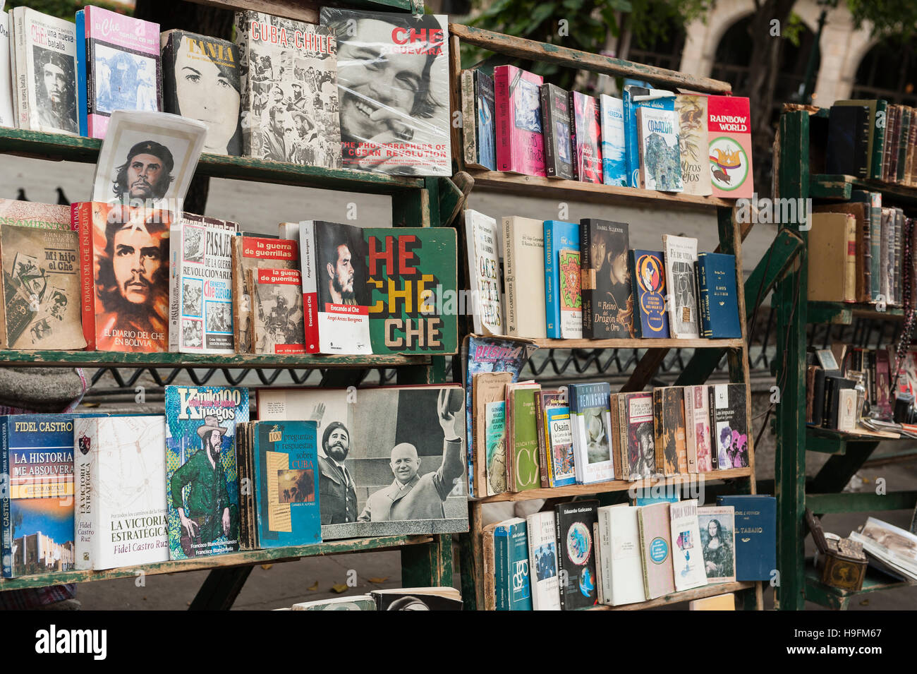 Used books for sale on street in Havana - Stock Image