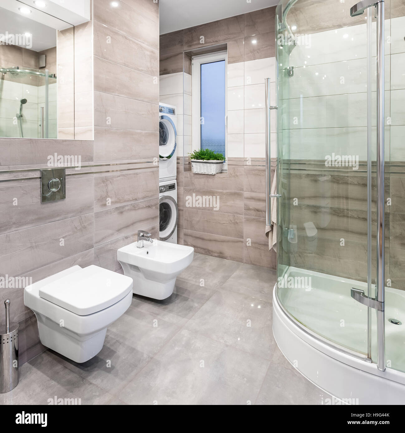 Outstanding Spacious High Gloss Bathroom With Mirror Toilet Bidet Pabps2019 Chair Design Images Pabps2019Com