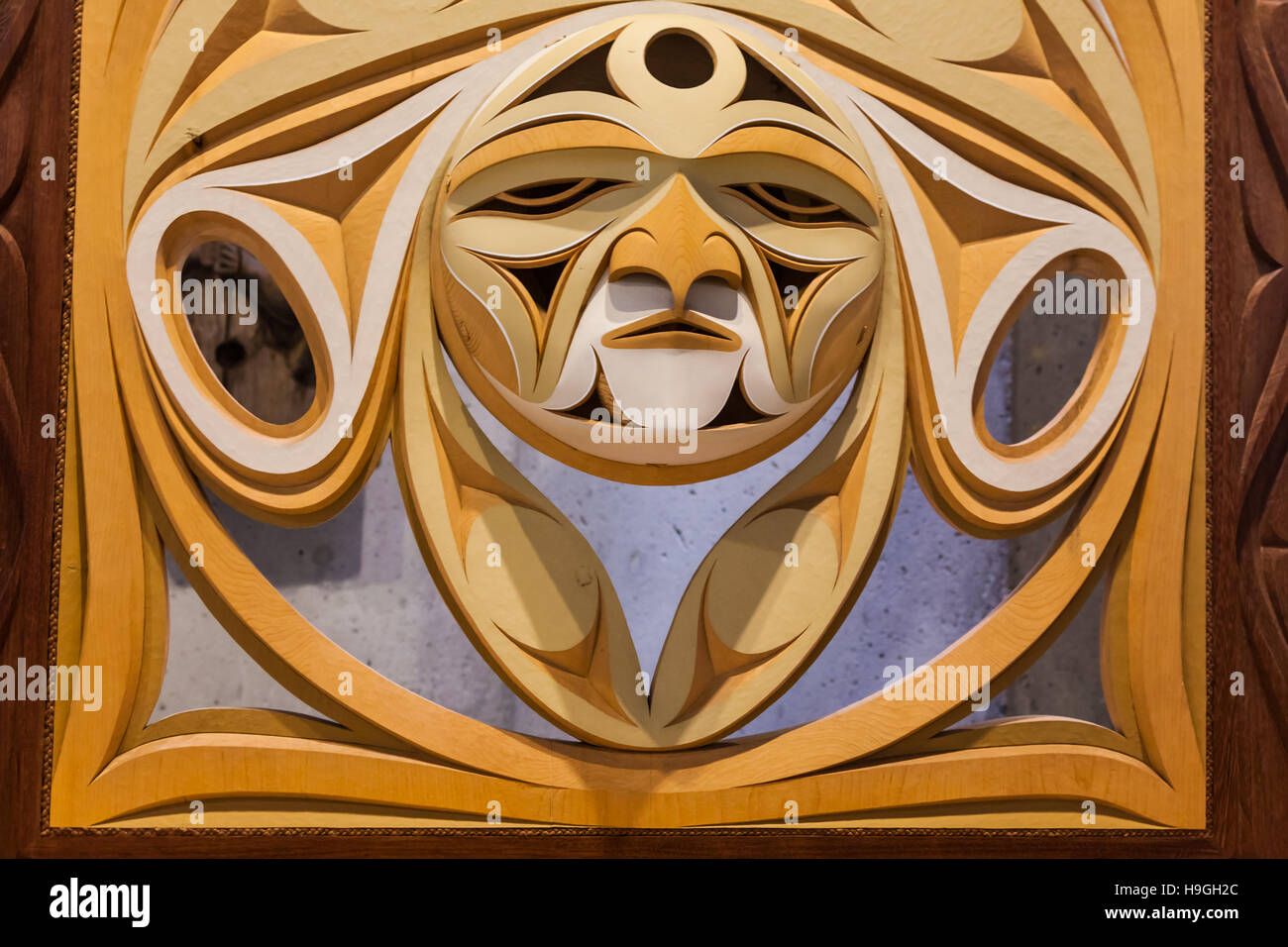 Carved wooden screen of Canadian west coast First Nation's art - Stock Image