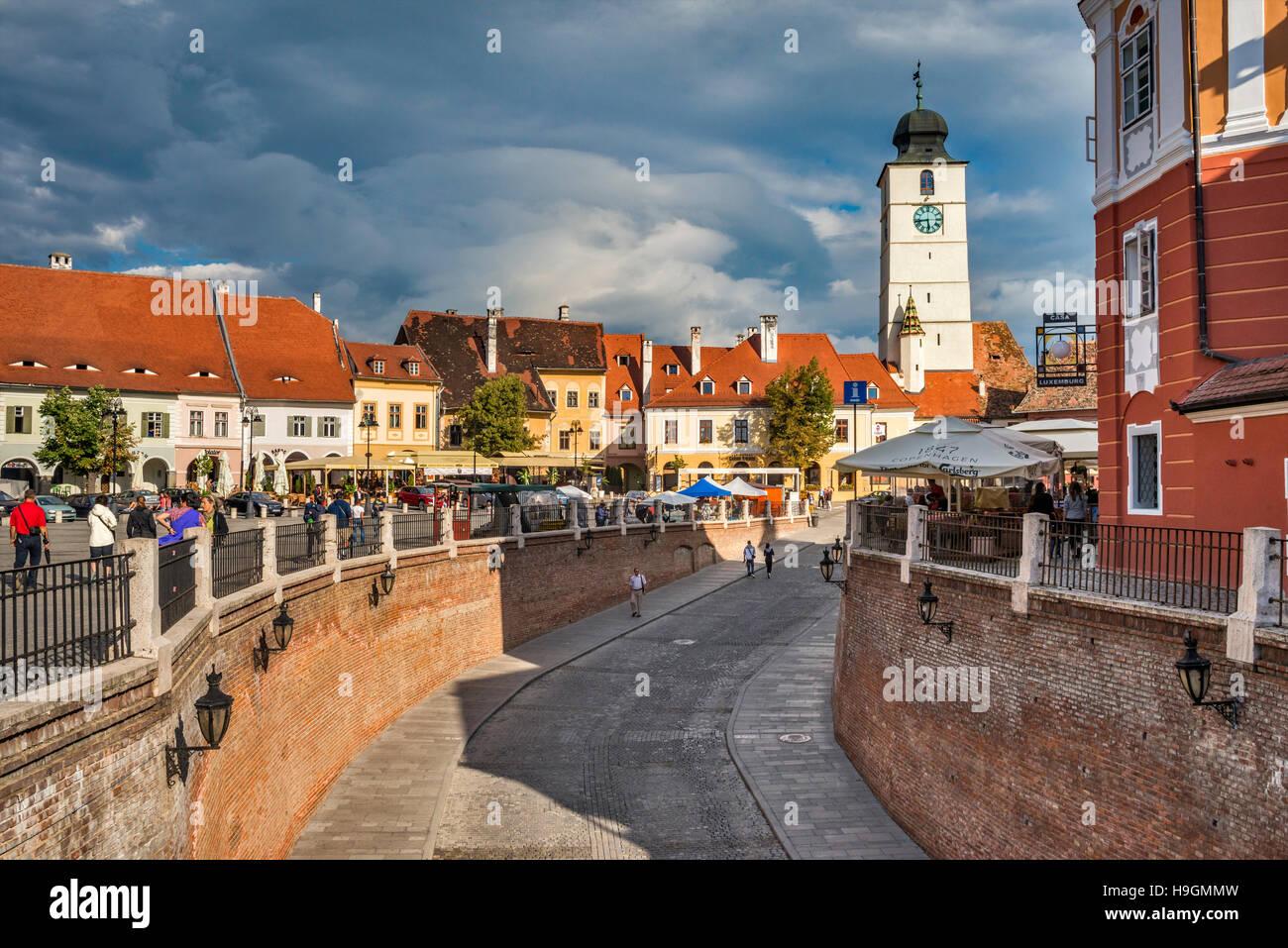 Passage to Lower Town, City Hall Tower (Turnul Sfatului), from Liars Bridge (Podul Minciunilor) in Sibiu, Transylvania, - Stock Image