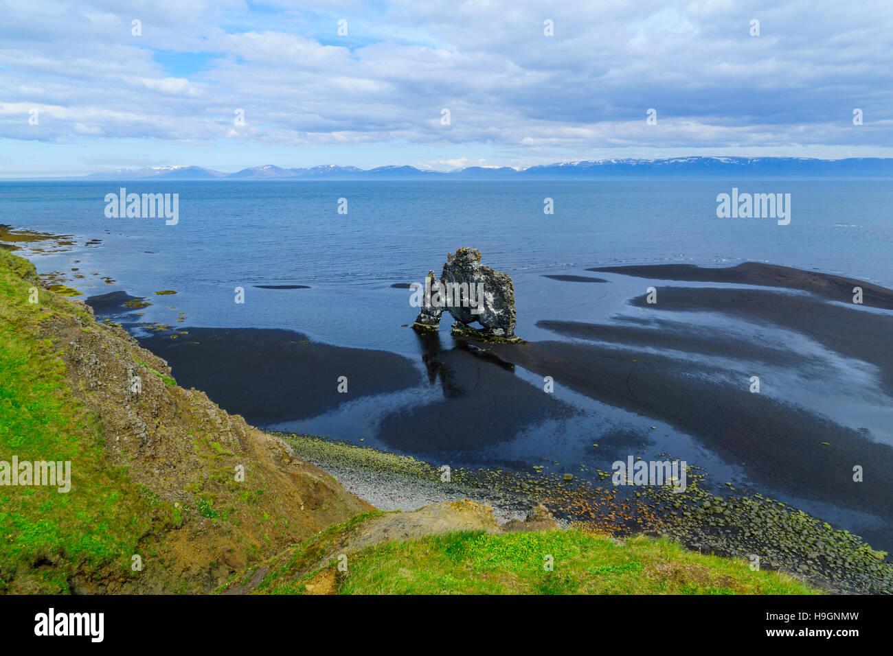 View of the Hvitserkur basalt stack, on the eastern shore of the Vatnsnes peninsula, northwest Iceland Stock Photo