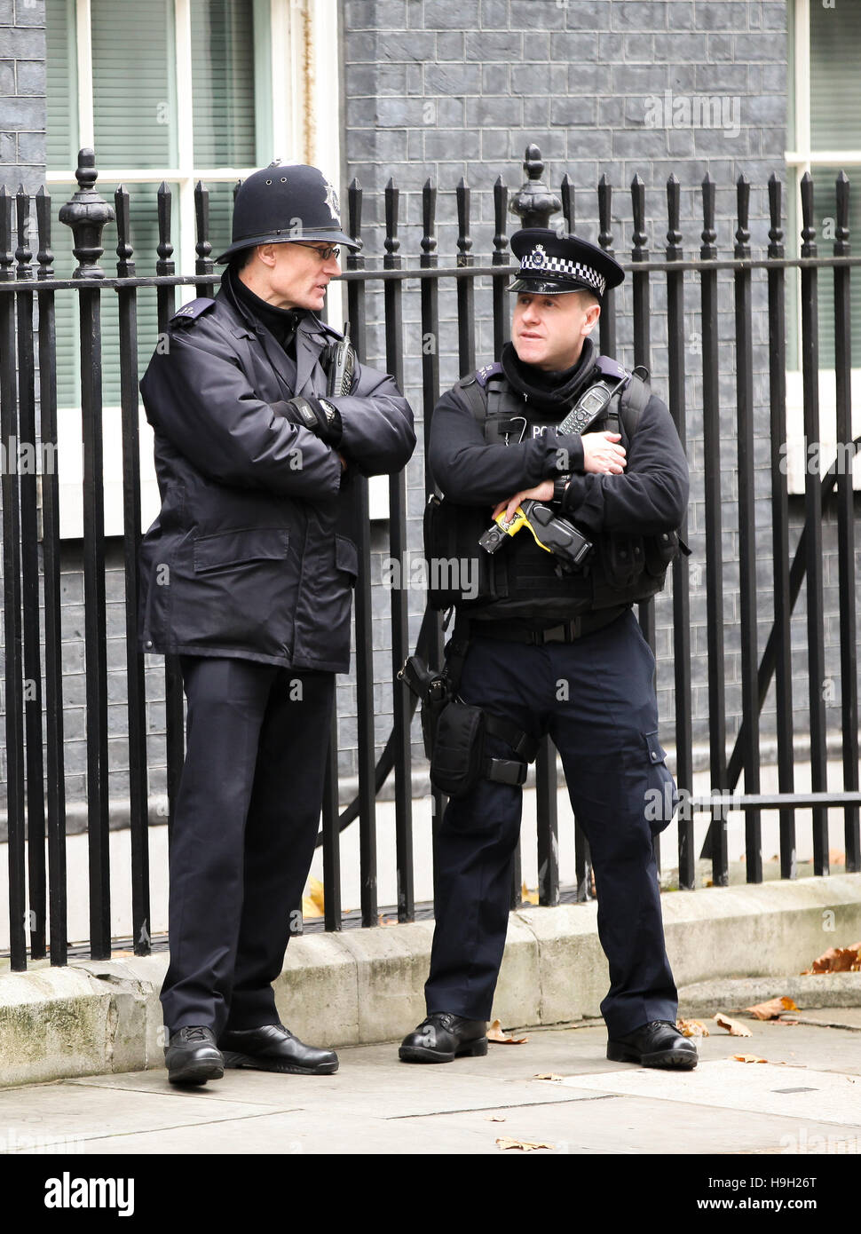 Downing Street, London, UK. 23rd Nov, 2016. Police officers outside No 10 Downing Street Credit:  Dinendra Haria/Alamy Stock Photo