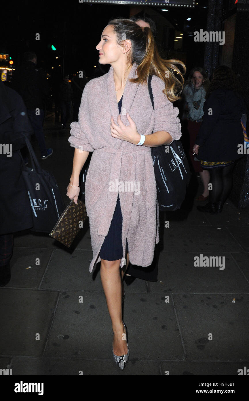Leicester Square, London, UK. 22nd Nov, 2016. Celebrities Seen at Inanch Gold Class Clip-Ins - launch & Hair - Stock Image
