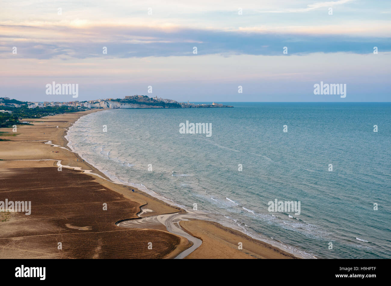 Vieste scenic view with the sea and the Vieste beach (Puglia, Italy) - Stock Image