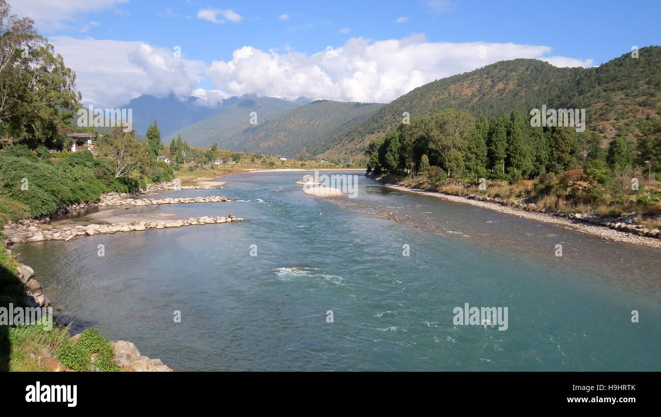 BHUTAN Punakha.  The Mo Chuu (Mothjer River) heading towards its junction with the Pho Chuu (Father River). Photo - Stock Image
