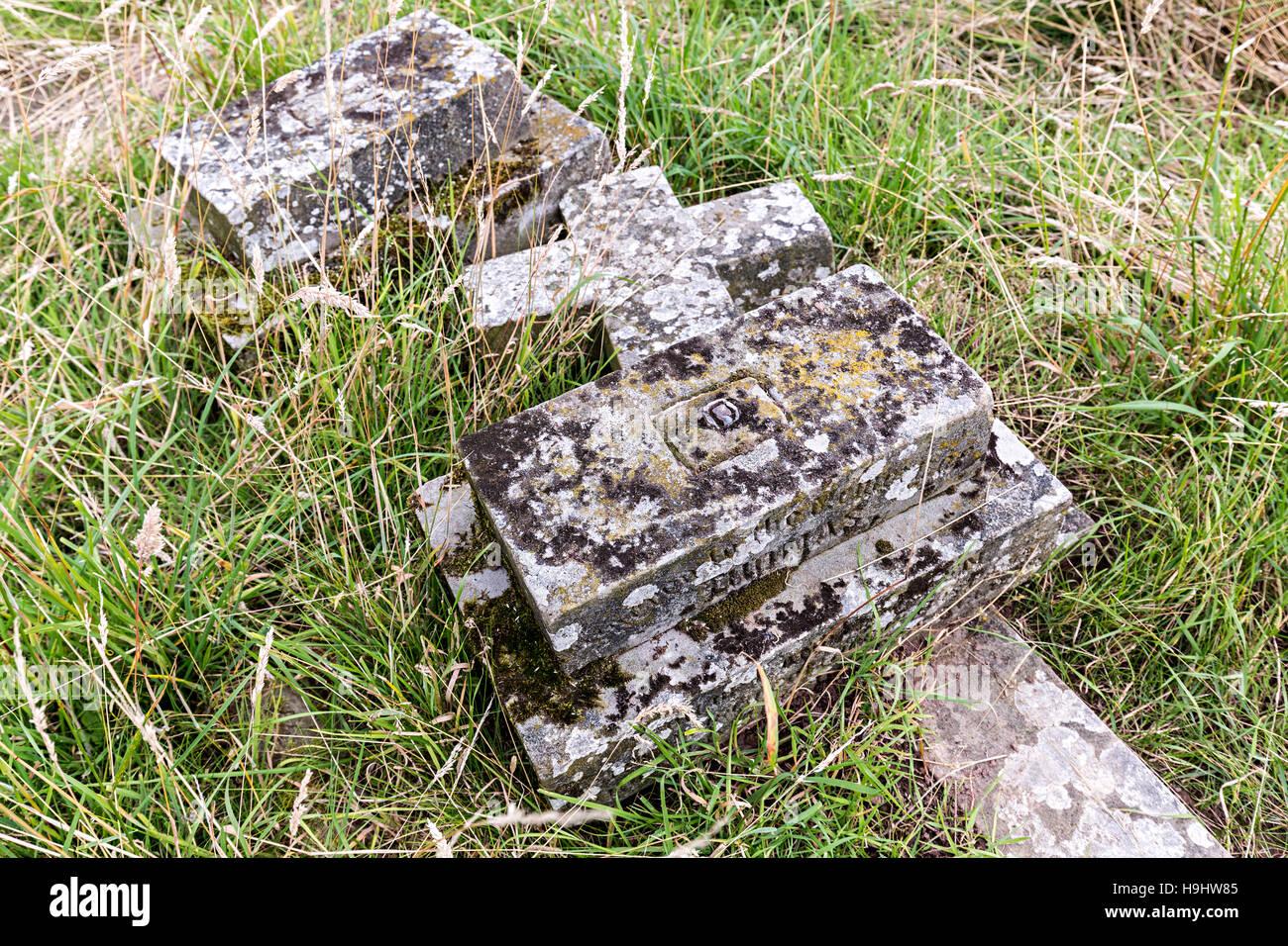 Fallen gravestone, Edvin Loach Old Church churchyard, Herefordshire, England, UK - Stock Image
