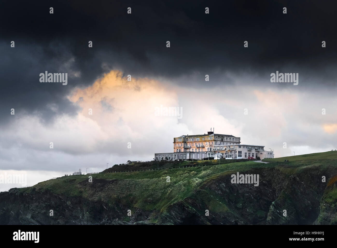 Dark clouds from Storm Angus gathering over The Atlantic Hotel in Newquay, Cornwall. UK weather. - Stock Image