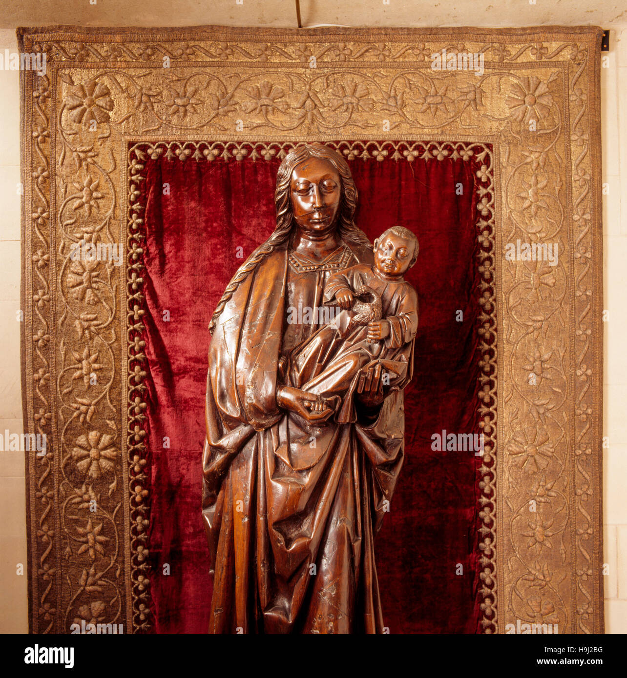 In the Long Gallery, nearly life-size carved wood figure of the Virgin and Child in frame, in the alcove. It was - Stock Image