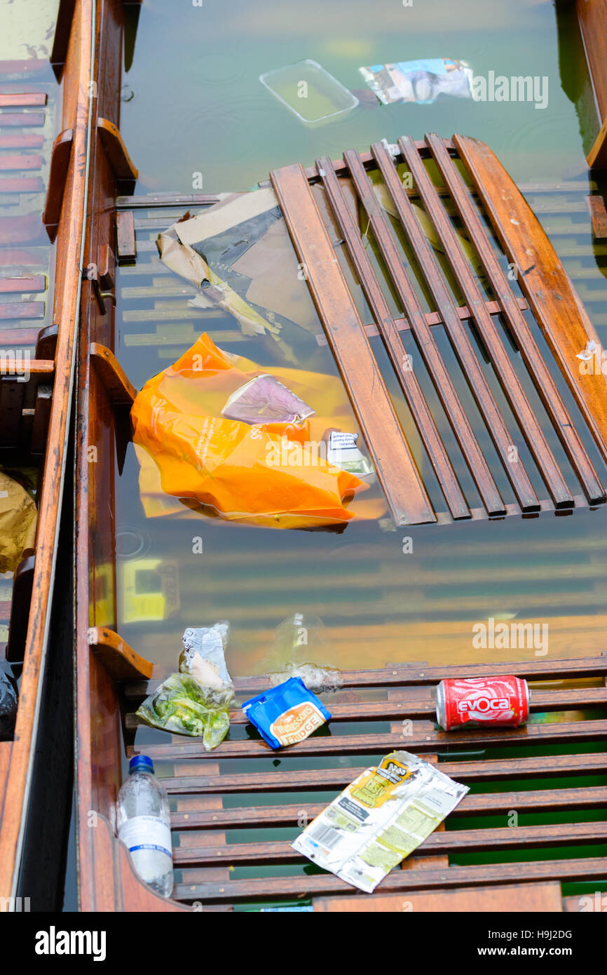 Punts on the river Cam, Cambridge, England. - Stock Image
