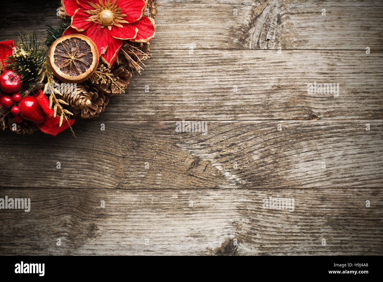 Advent Christmas wreath on wooden background close up - Stock Image