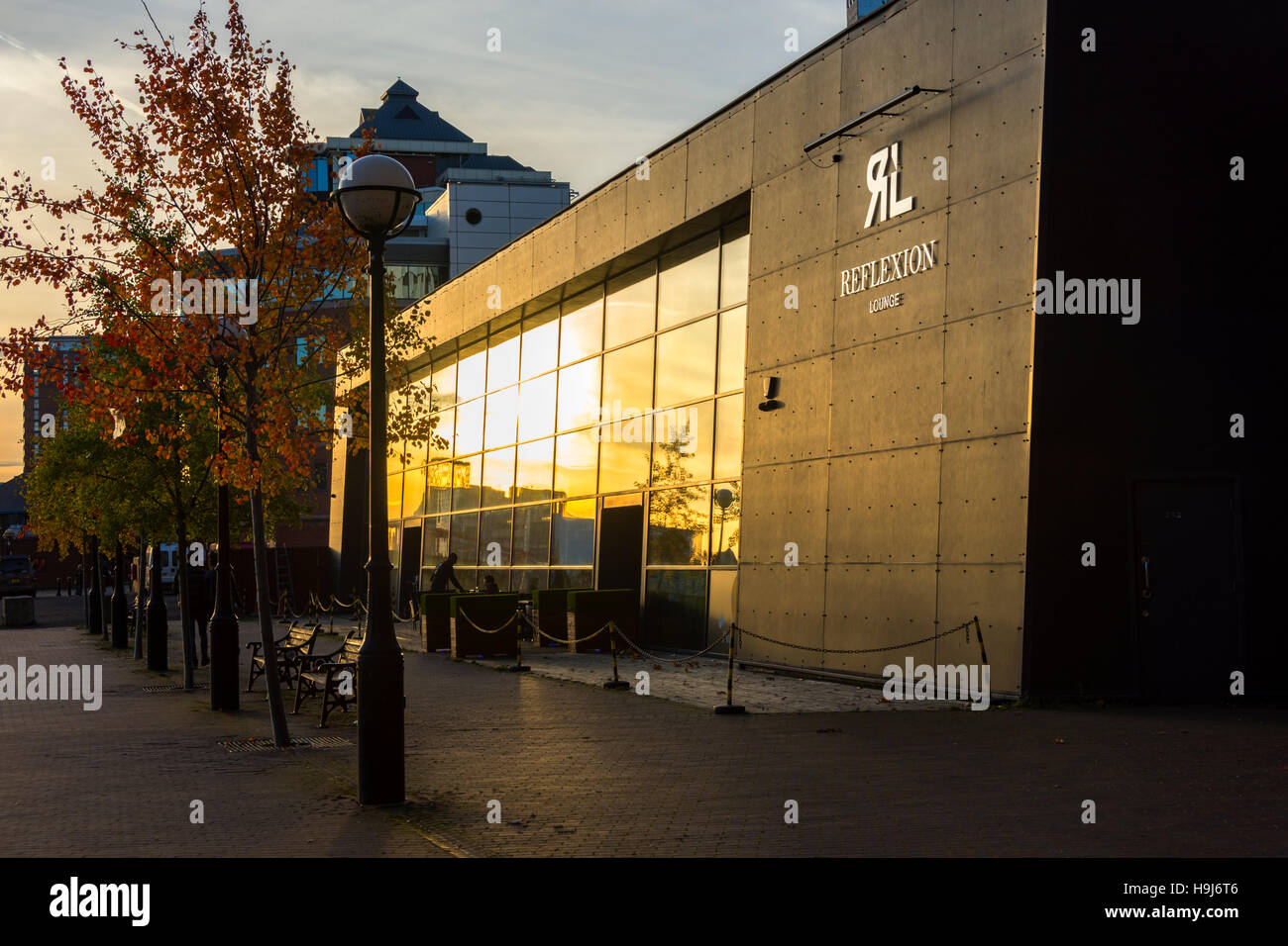 Sunset reflected in the windows of the 'Reflexion' lounge bar, Erie Basin, Salford Quays, Manchester, England, - Stock Image