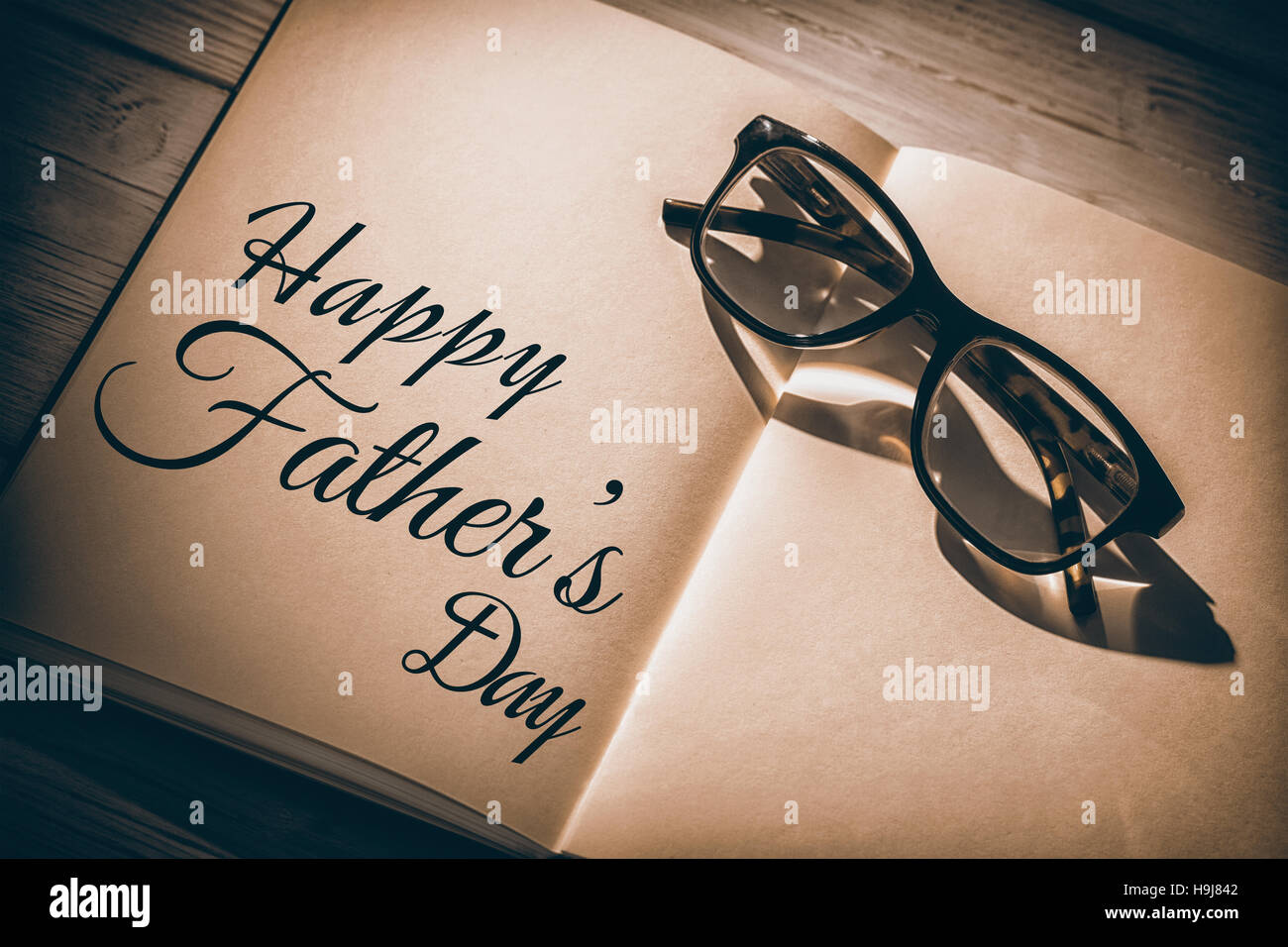 Happy fathers day written on notebook - Stock Image