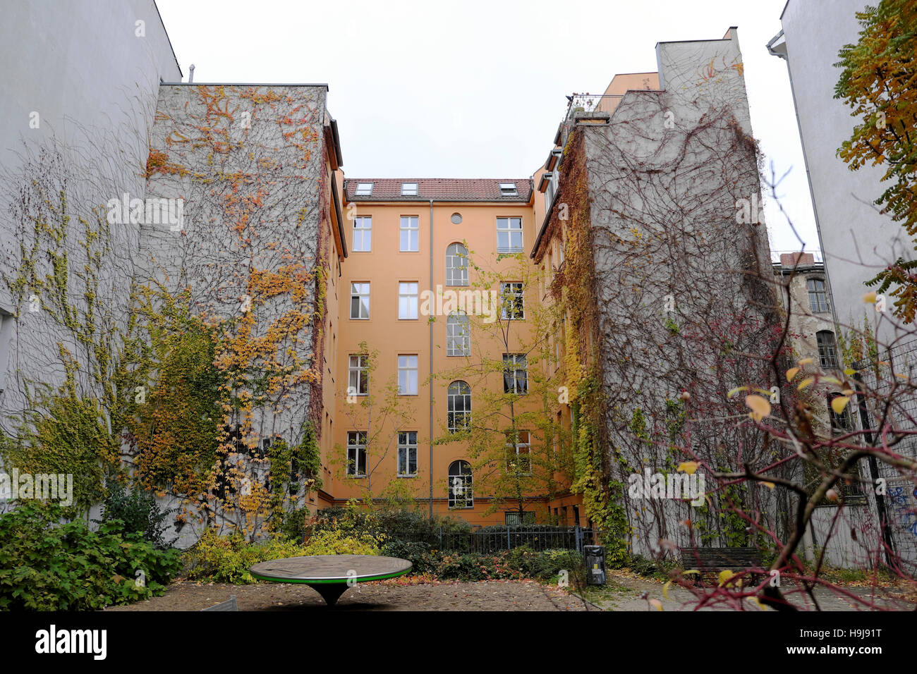 Garden Apartments Stock Photos & Garden Apartments Stock Images - Alamy