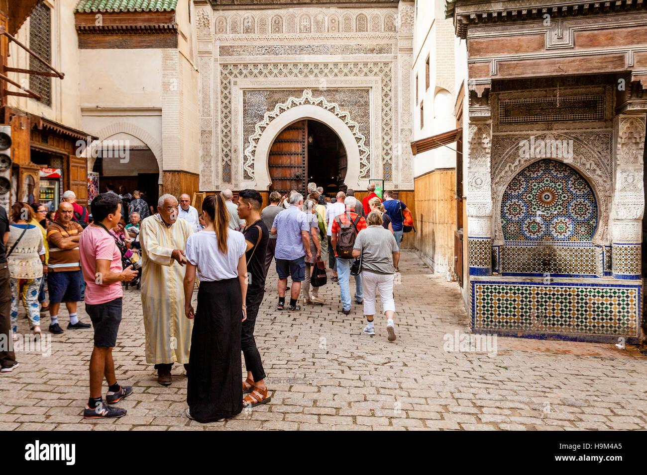 Tourists and Tour Guide Outside The Nejjarine Museum, Fez el Bali, Fez,  Morocco Stock Photo - Alamy