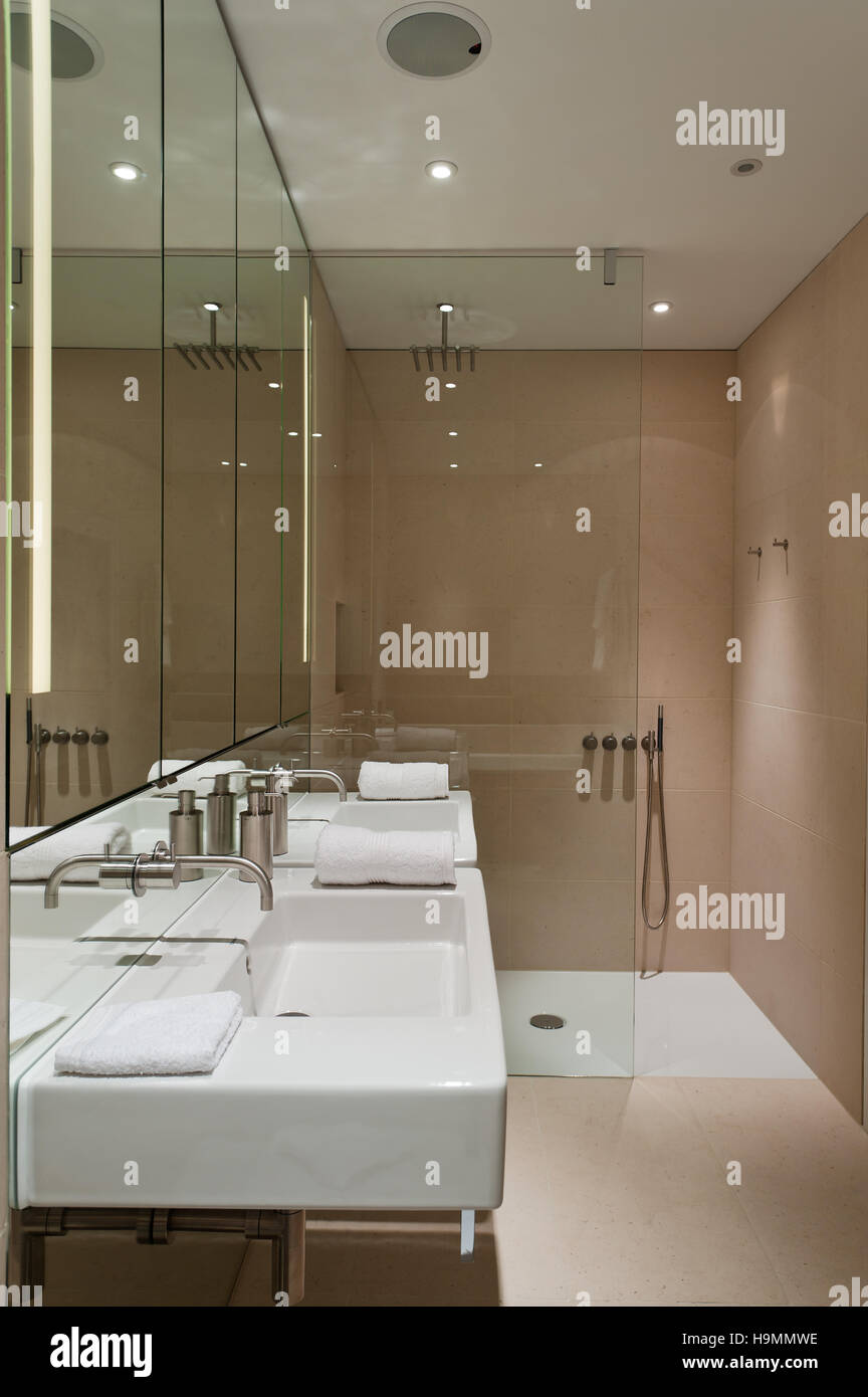 Shower Cubicle Stock Photos & Shower Cubicle Stock Images - Alamy
