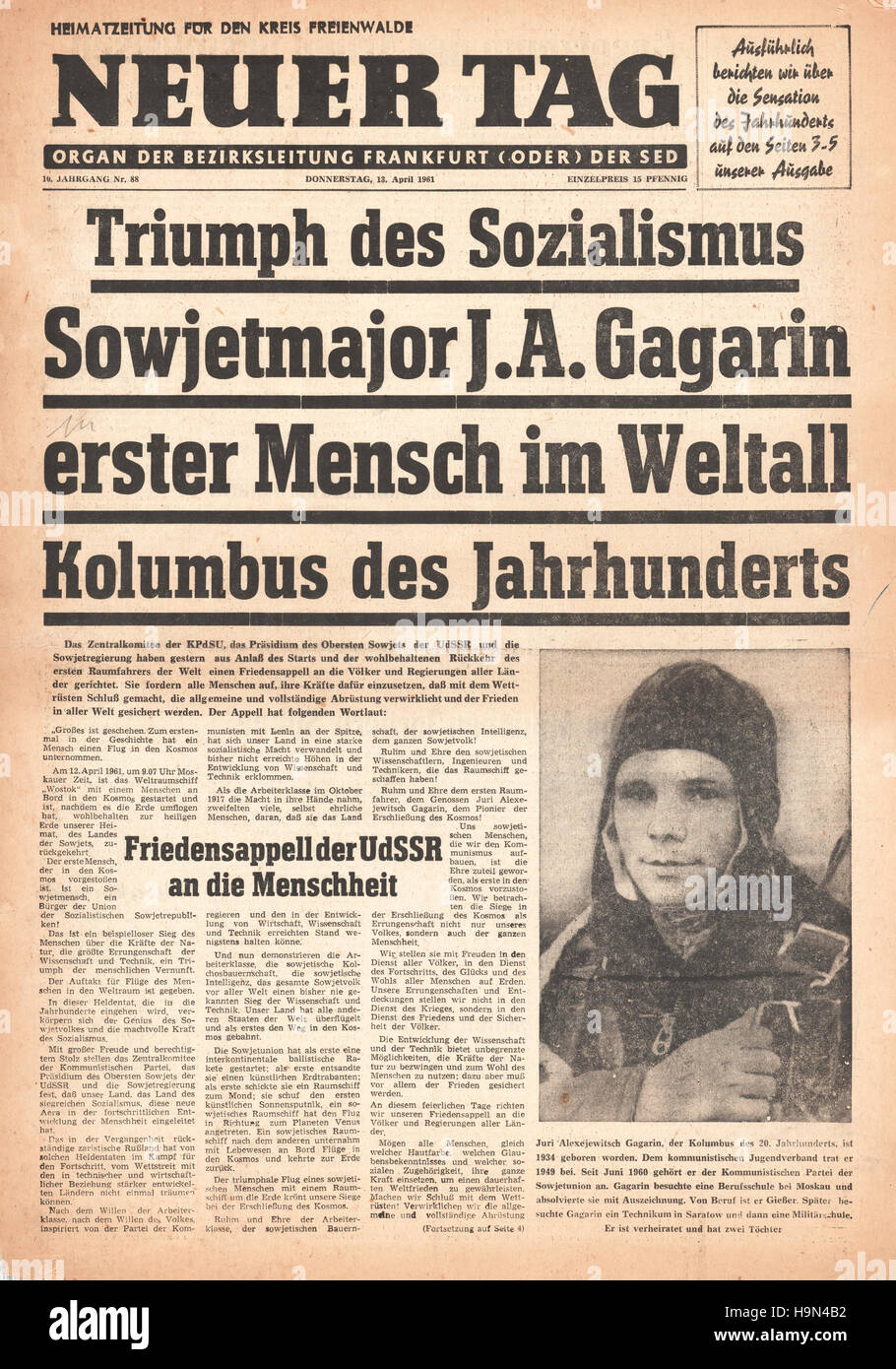 1961 Neue Tag (Germany) front page Yuri Gagarin is first man in space - Stock Image