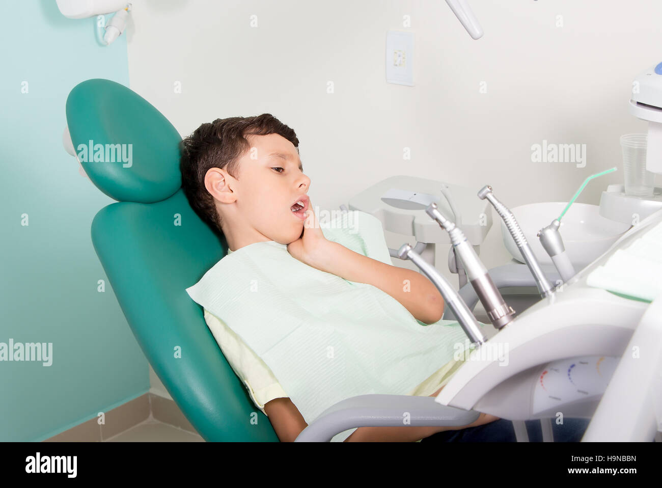 Pleasant Little Kid Feeling Pain While Sitting At Dental Clinic Stock Beatyapartments Chair Design Images Beatyapartmentscom