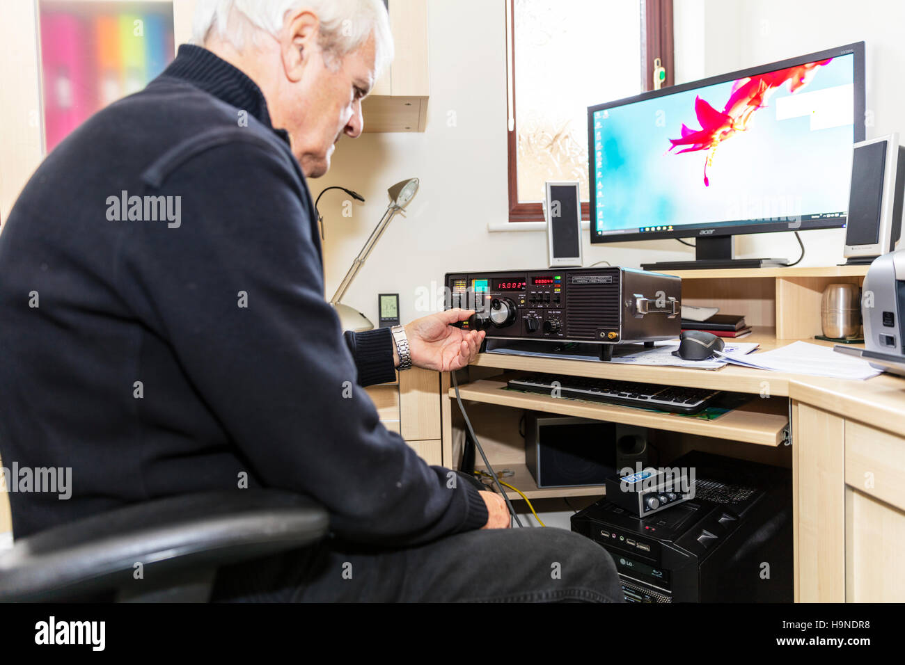 Radio ham amateur radio enthusiast man using Yaesu FRG 7000 High Frequency receiver UK England GB changing frequency - Stock Image