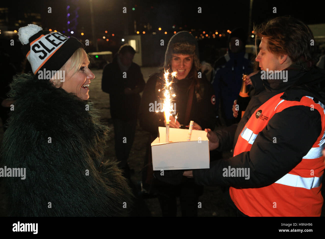 Organisers surprise Lisa Maxwell with a birthday cake during a 'Sleep Out' fundraiser for Centrepoint, a - Stock Image