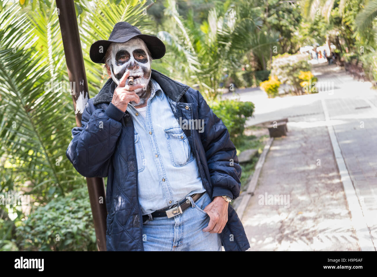 A man dressed as hobo skeleton during the Day of the Dead in the Parque Juarez October 30, 2016 in San Miguel de - Stock Image