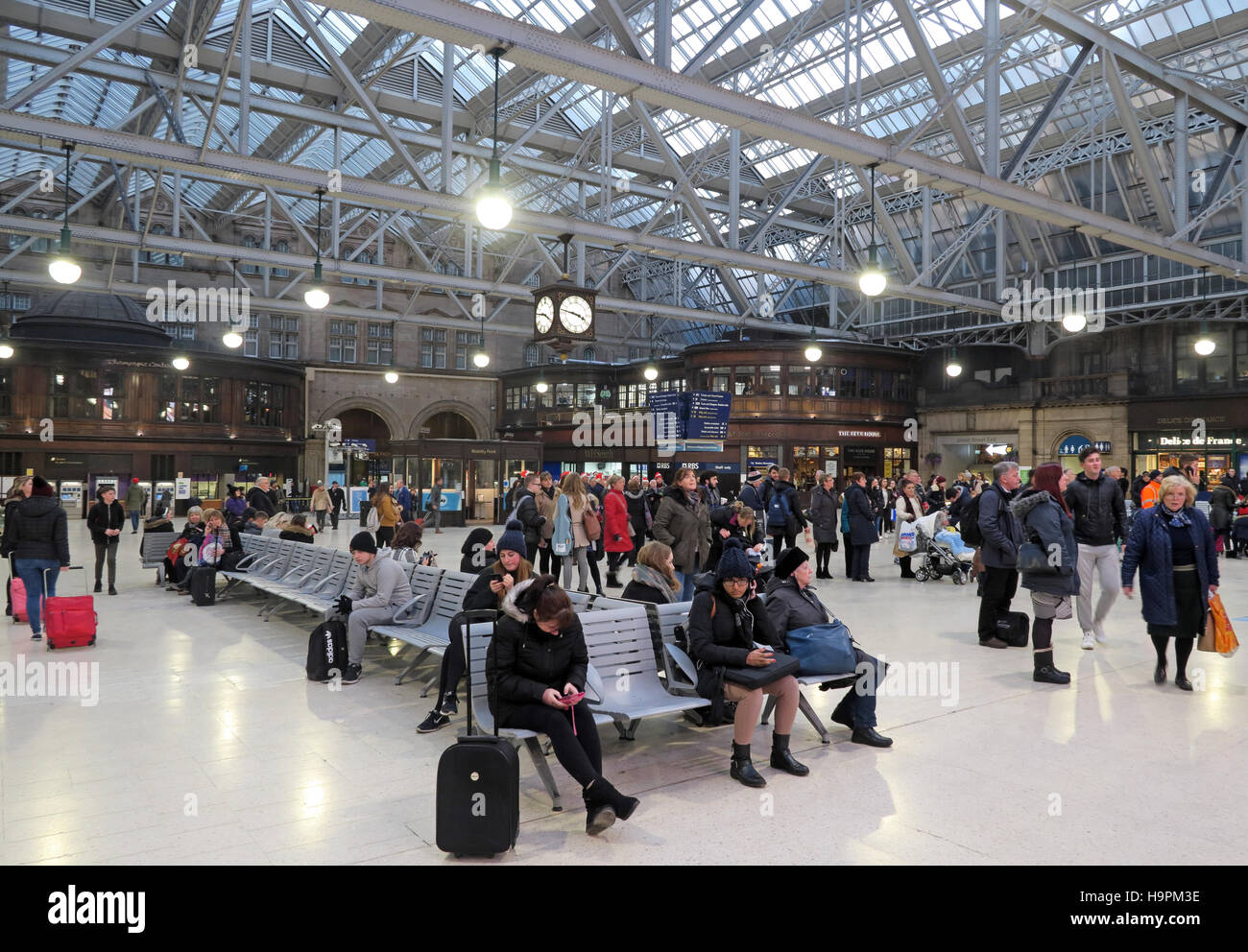 Glasgow Central Station - Passengers waiting on concourse - Stock Image