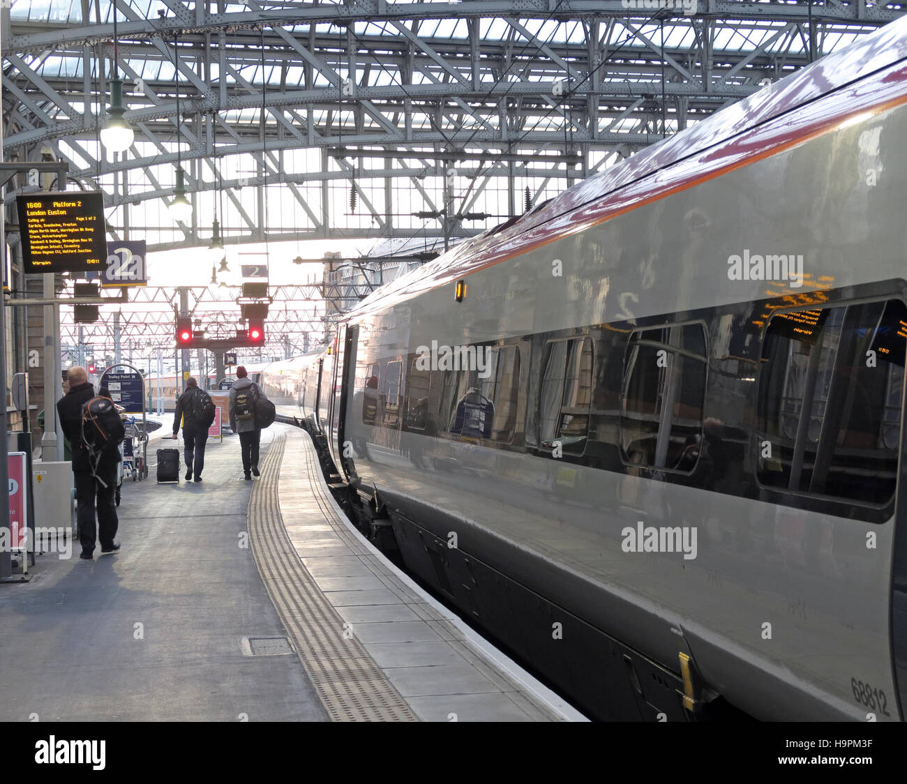 Glasgow Central Station - Passengers boarding Euston West Coast Main Line Train Stock Photo