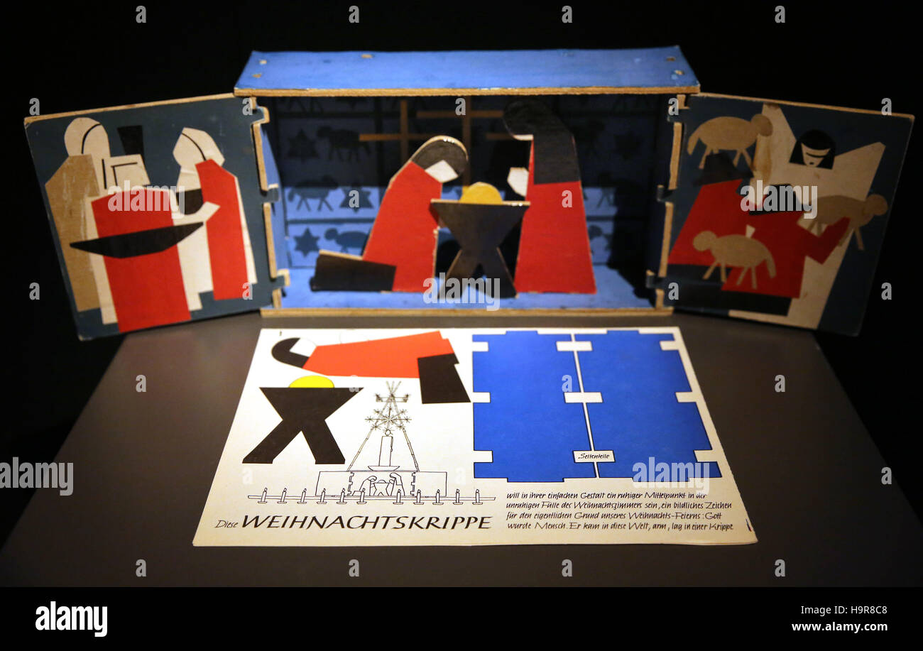 Lichtenstein, Germany. 22nd Nov, 2016. A Nativity scene from the GDR on display in Lichtenstein, Germany, 22 November Stock Photo