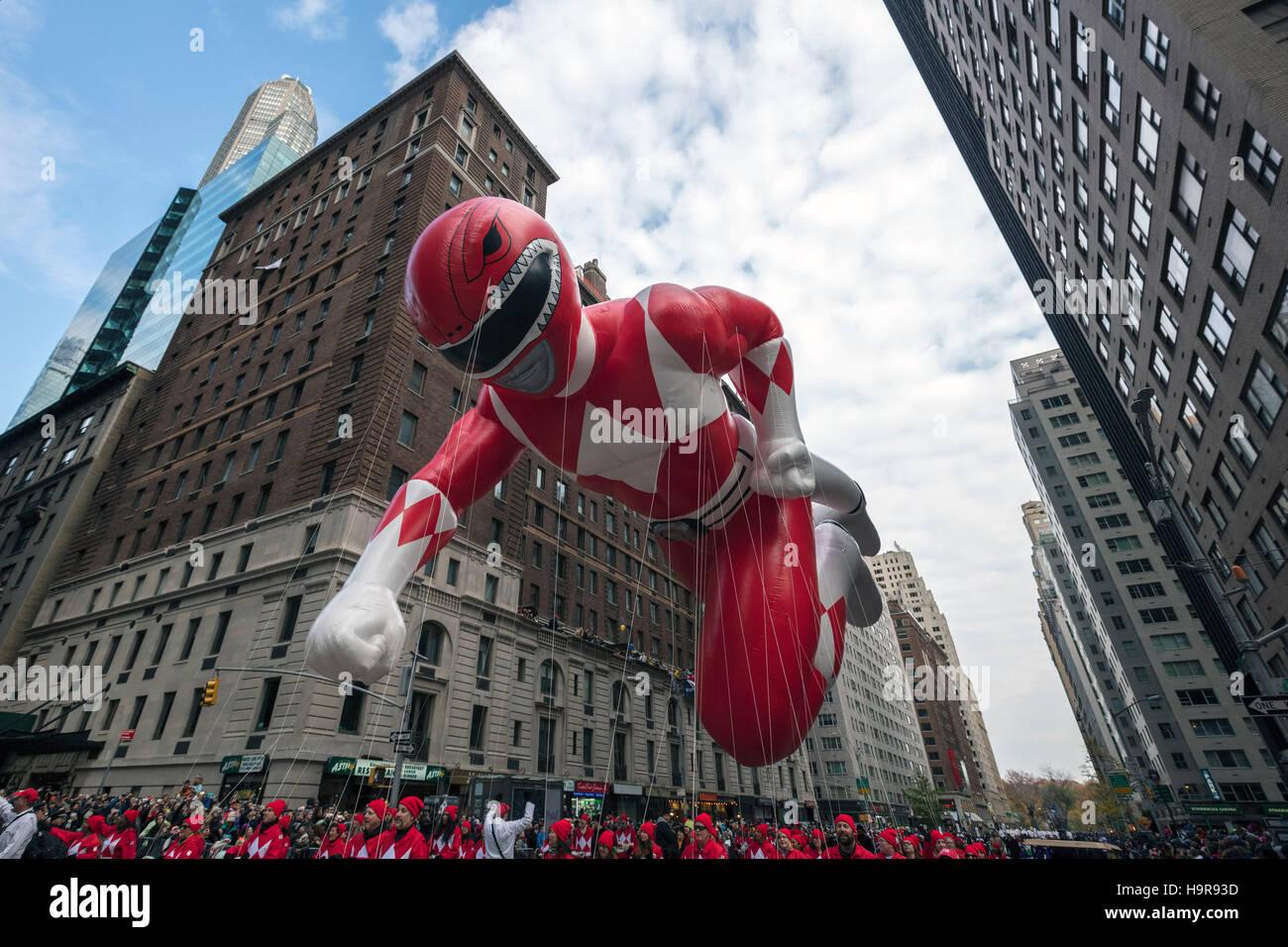 New York, USA. 24th Nov, 2016. Photo taken on Nov. 24, 2016 shows the balloon of 'Red Mighty Morphin Power Ranger' - Stock Image