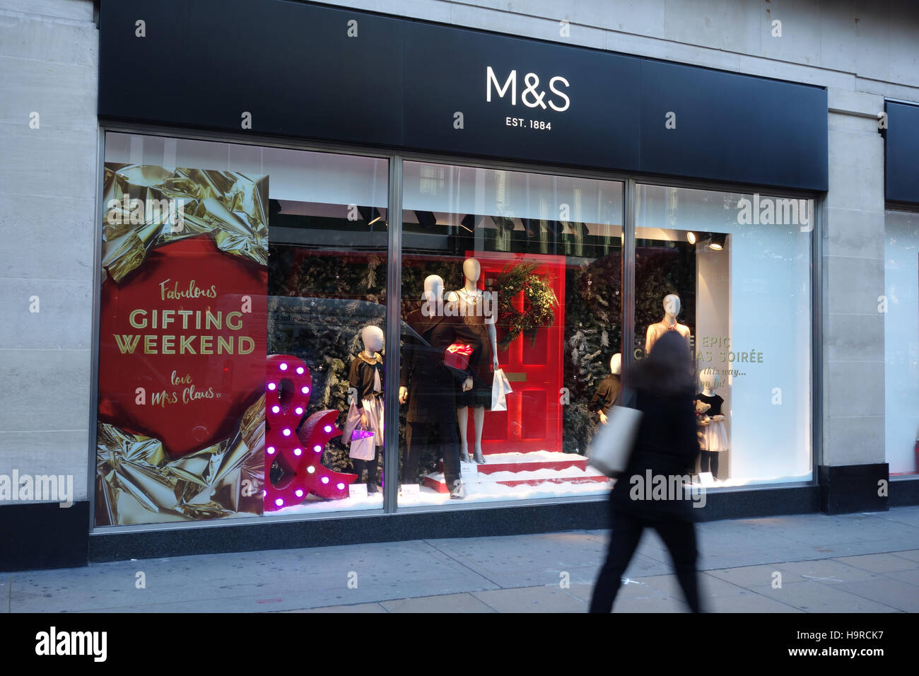 London, UK. 25th Nov, 2016. Retailers on Oxford Street offer additional discounts for Black Friday in the run up - Stock Image