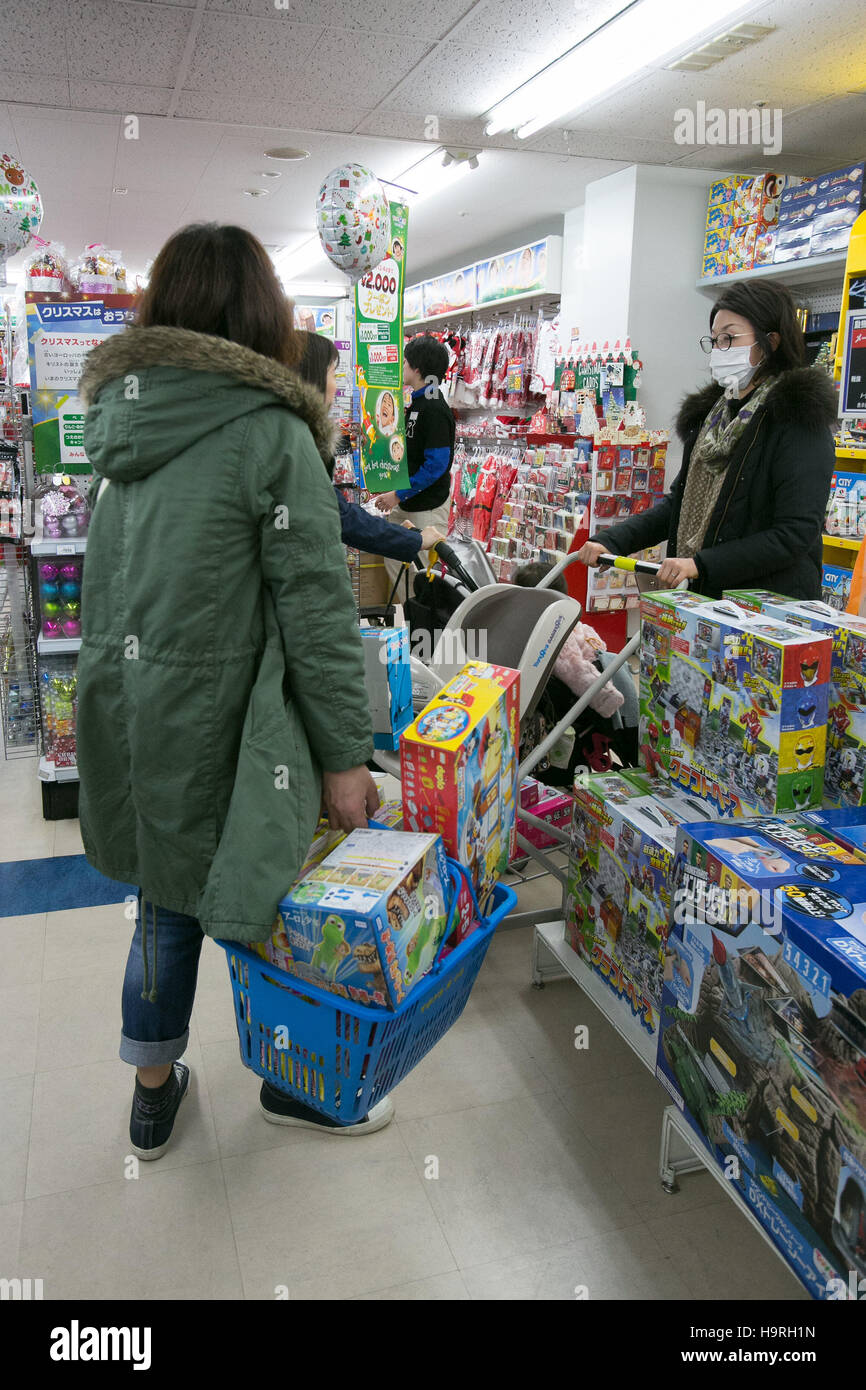 Customers Shop For Toys On Black Friday At A Toys R Us And Stock Photo Alamy