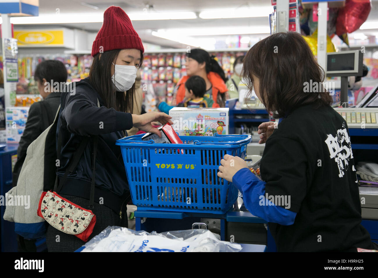 Customers Wait In A Checkout Line On Black Friday At A Toys R Us Stock Photo Alamy