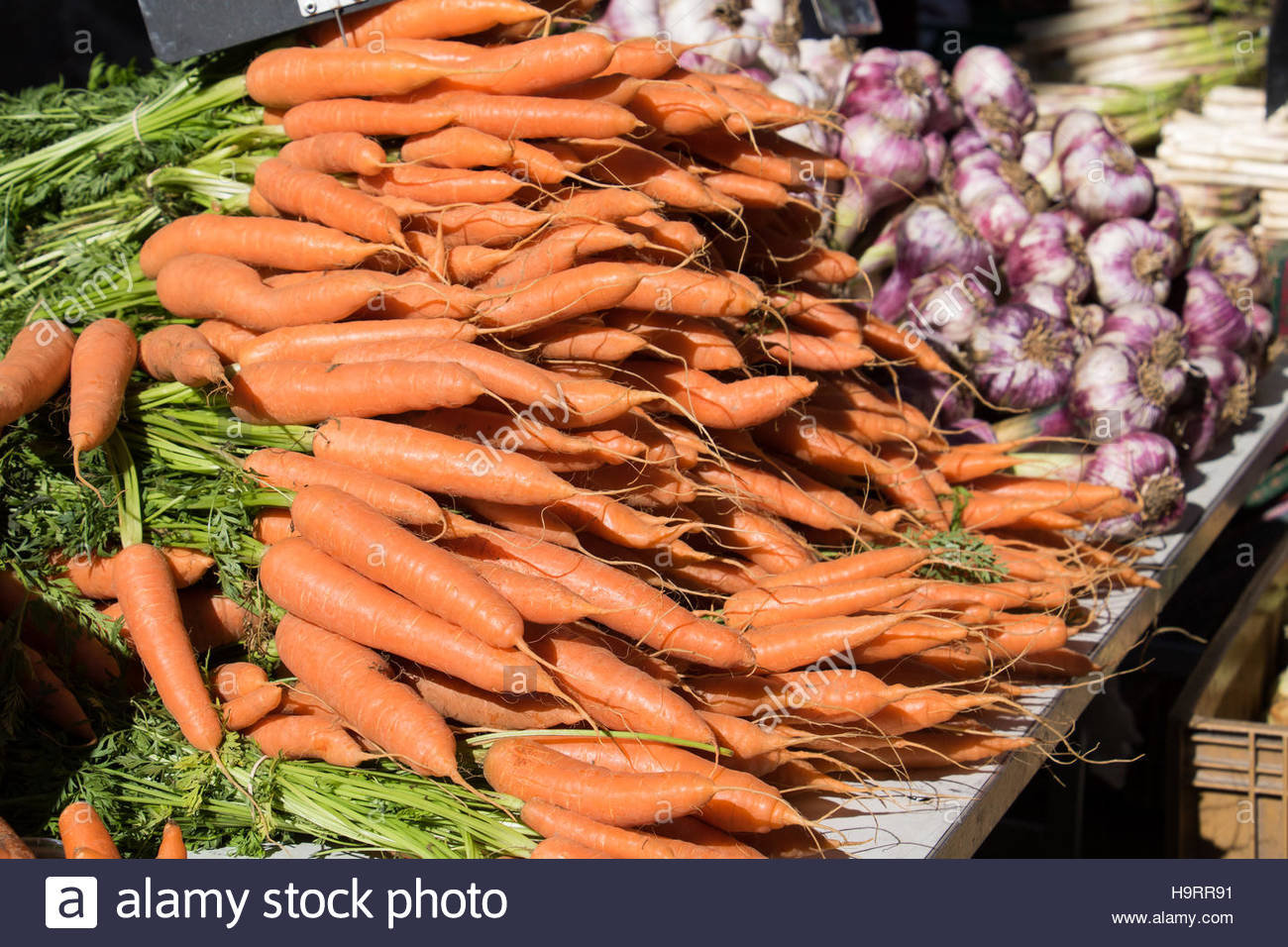 Carrots Garlic for Sale on the Farmer's street food market in Southern France, Provence, farmers market food - Stock Image