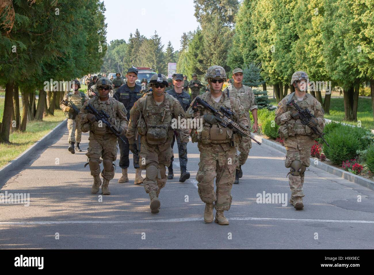 U.S. and Ukrainian soldiers march during Fearless Guardian training August 17, 2015 in Yavoriv, Ukraine. - Stock Image
