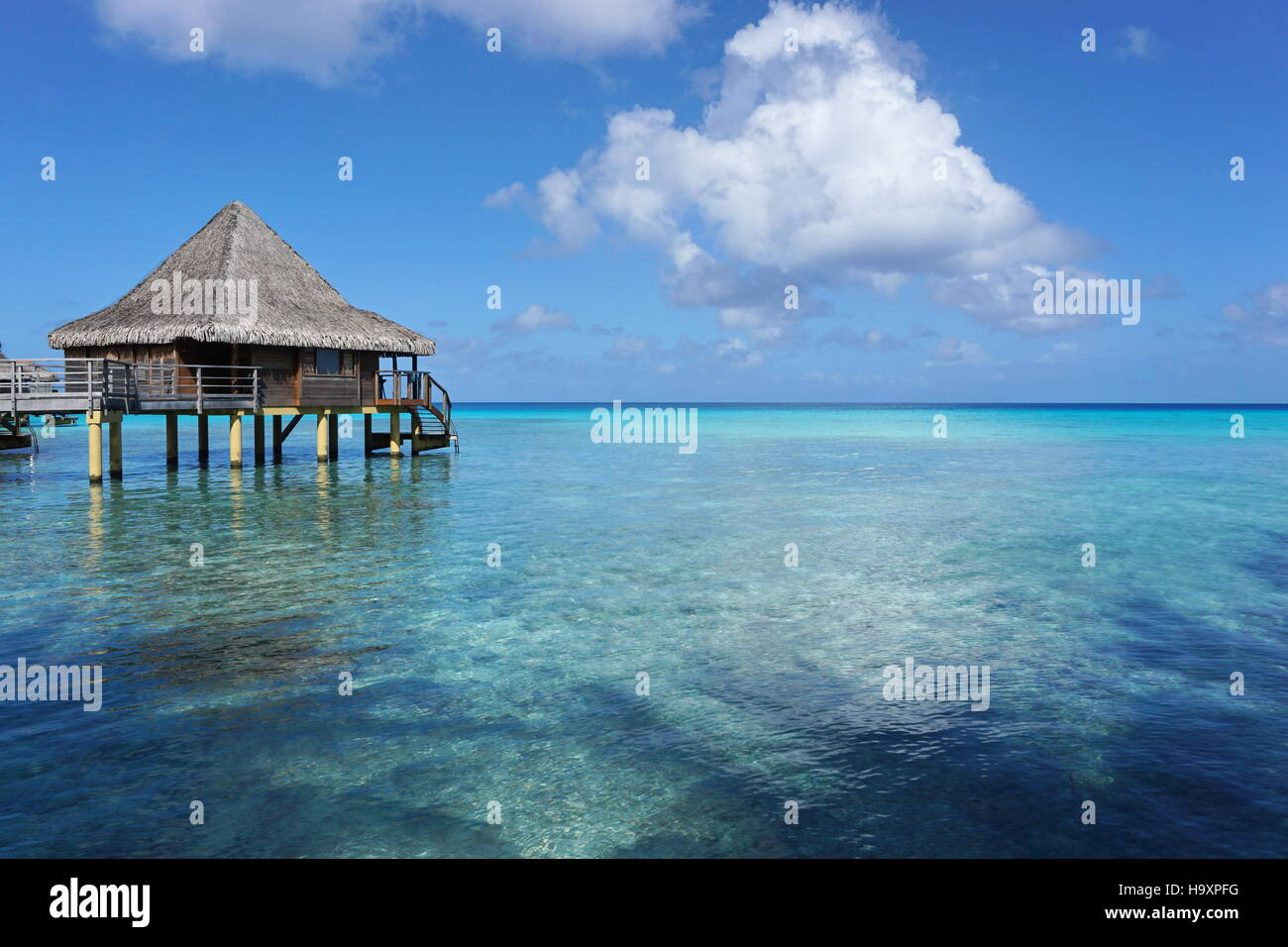 Seascape with overwater bungalow in the lagoon of Rangiroa, south Pacific ocean, Tuamotu, French Polynesia - Stock Image