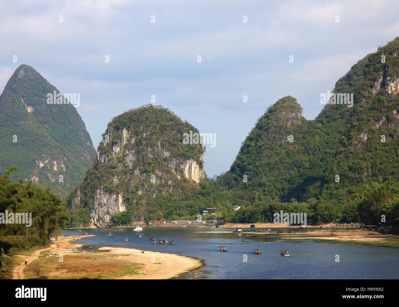 China, Guangxi, Yangshuo, Li River, karst landscape, limestone hills, Stock Photo