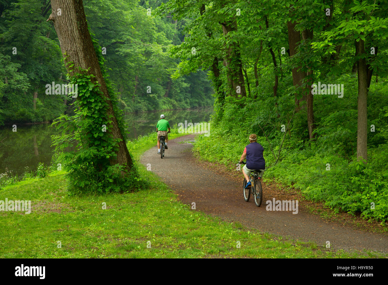 Biking on Delaware River Canal towpath, Delaware River Canal State Park, Washington Crossing Historic Park, Pennsylvania - Stock Image
