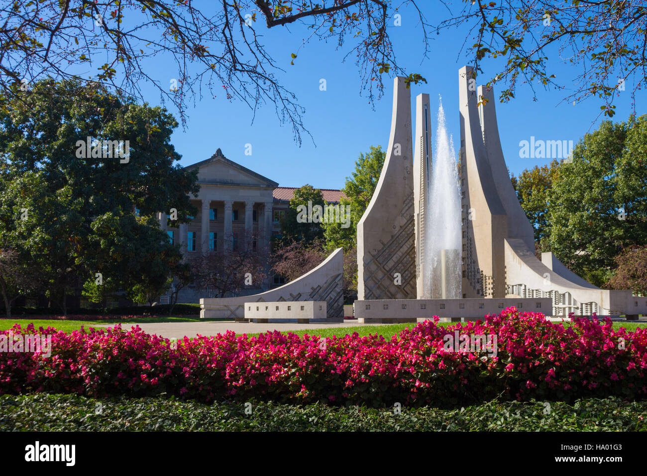 Purdue Engineering Fountain with Hovde Hall in background, Purdue University campus, West Lafayette, Indiana, United - Stock Image