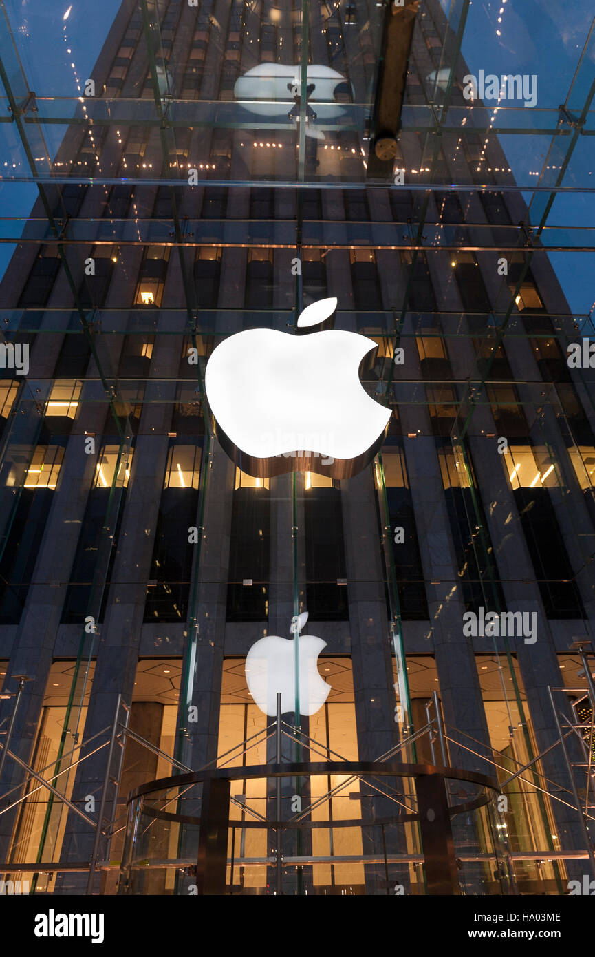 Apple Store New York Front Stock Photos & Apple Store New ...