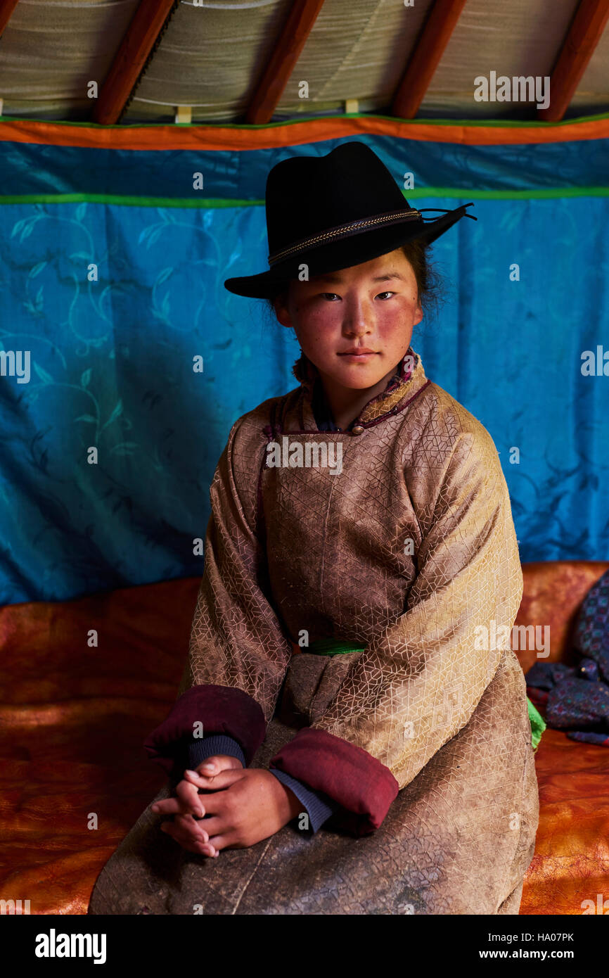 Mongolia, Ovorkhangai province, Orkhon valley, Nomad camp, young woman in the yurt - Stock Image