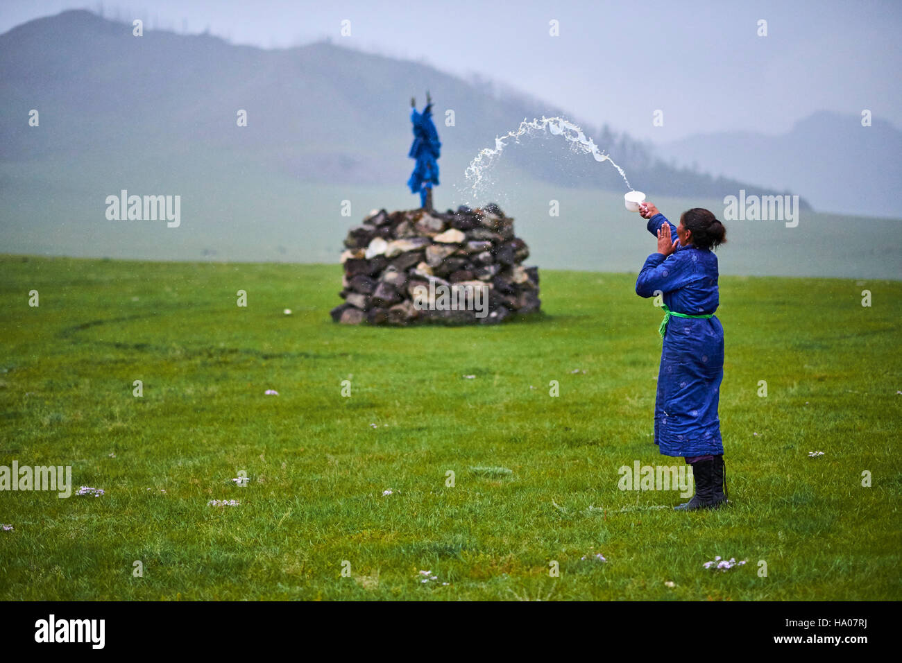 Mongolia, Ovorkhangai province, Orkhon valley, nomad woman making an offering to Tengri, the spirit of the sky - Stock Image