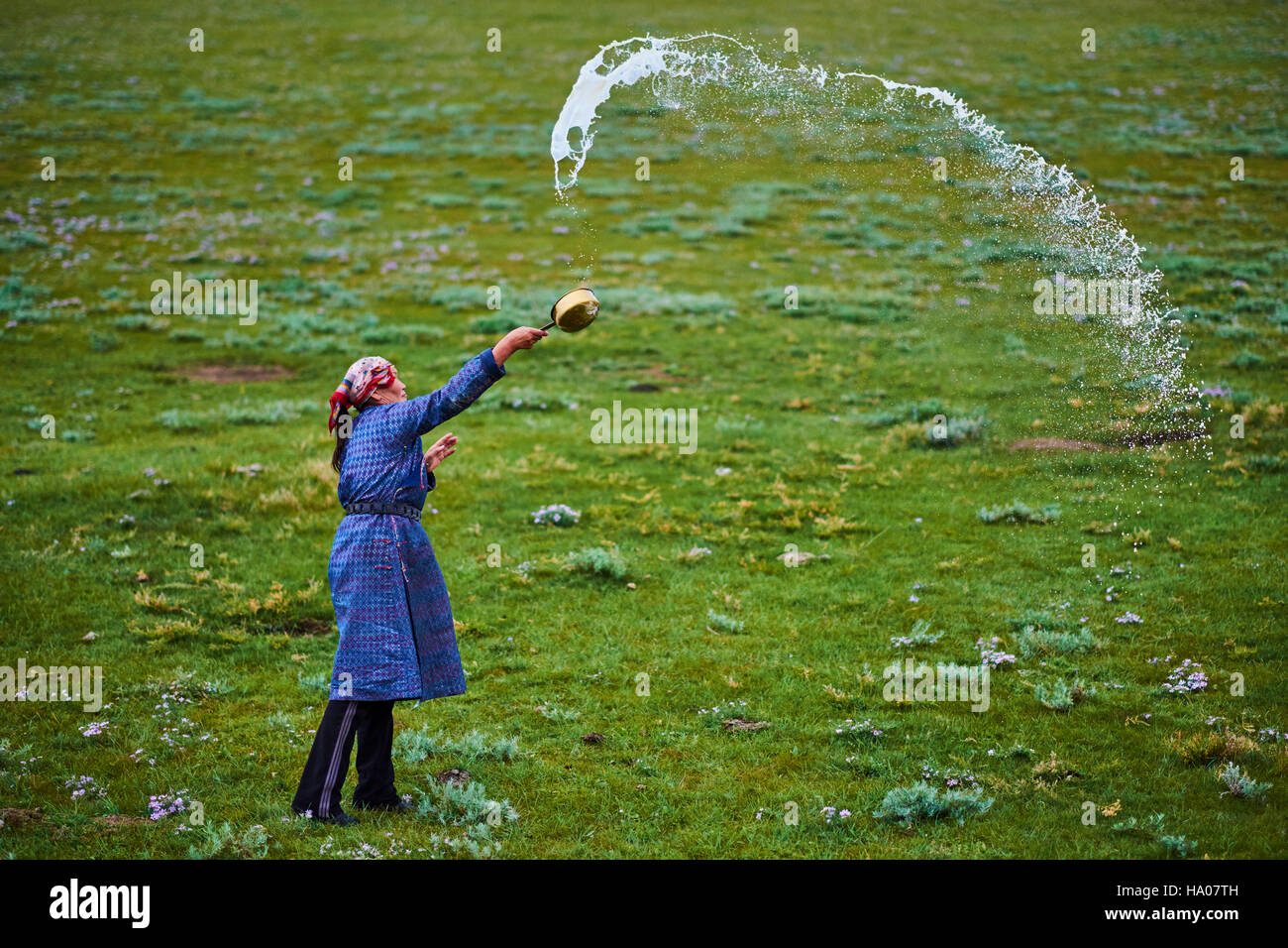 Mongolia, Arkhangai province, nomad woman making an offering to Tengri, the spirit of the sky - Stock Image