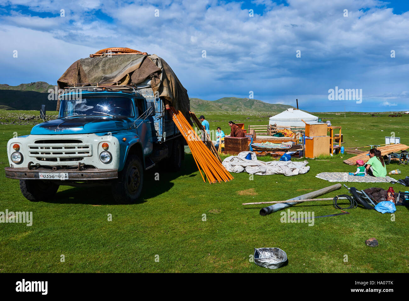 Mongolia, Ovorkhangai province, Okhon valley, Nomad camp in migration - Stock Image