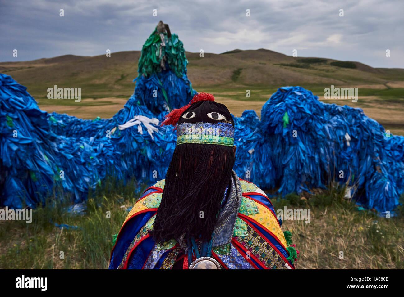 Mongolia, Khentii province, a shaman near a sacred shamanic ovoo - Stock Image